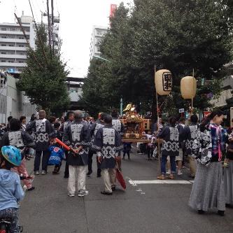 笹塚駅から徒歩1分 ストレッチベース 近所の神輿風景