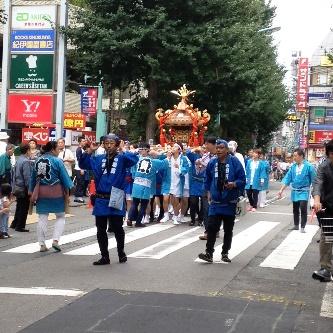 笹塚駅から徒歩1分 ストレッチベース 神輿でにぎわう