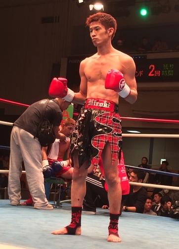 11月15日前田選手勝利後のリングにて(ストレッチベース)