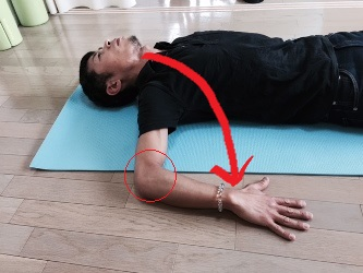 肩関節(インナーマッスル)を伸ばす 棘下筋・小円筋を伸ばす