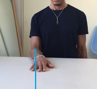 テーブル拭きニュートラルな状態(棘下筋・小円筋を鍛える)